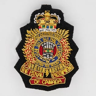 Insigne de coiffure brodé à la main du Royal Regiment of Canada