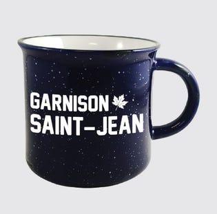 Tasse en céramique de la Garnison Saint-Jean